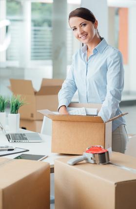Umzug mit Umzugsunternehmen Kisten packen